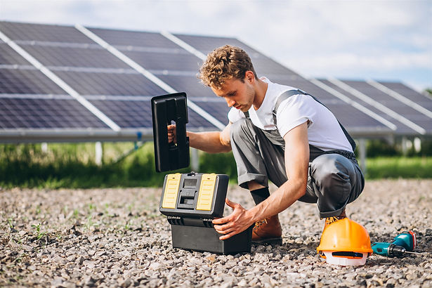 man-worker-in-the-firld-by-the-solar-pan