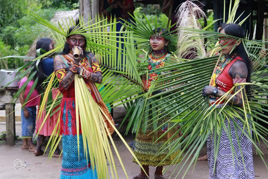 Mulheres Huni Kuin durante Katxanawa