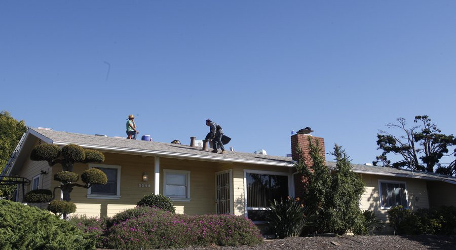 CARLSBAD, CA-Nov. 13, 2015:RC Roofing Company roofers re-roofed a house in Carlsbad on Friday, November 13, 2015. Median home prices across San Diego County rose 2.5 percent to $468,100 in November. JOHN GIBBINS / San Diego Union-Tribune) — John Gibbins