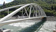 Posa dl nuovo ponte ciclabile MILA.jpg