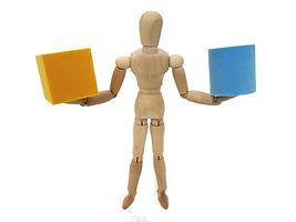 ブロックを持つデッサン人形