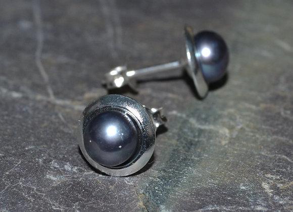 Pearl earrings set in silver