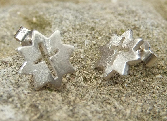 Small star earrings with cross cut out