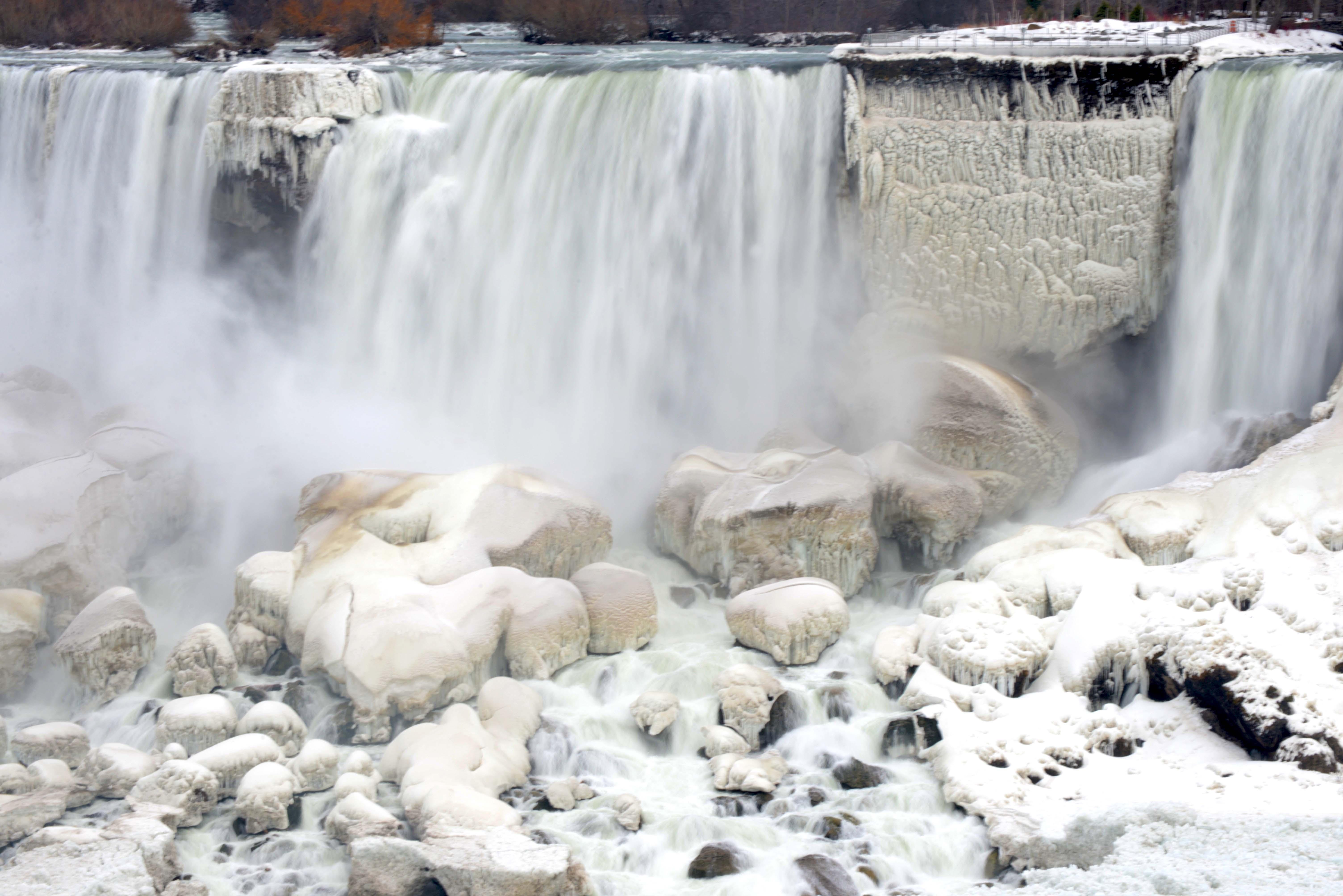 Niagara falls snow