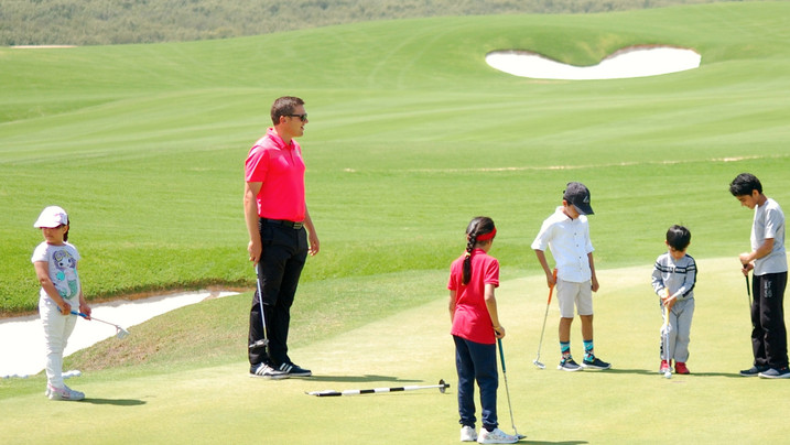 Martin coaching juniors at Al Zorah Golf Club