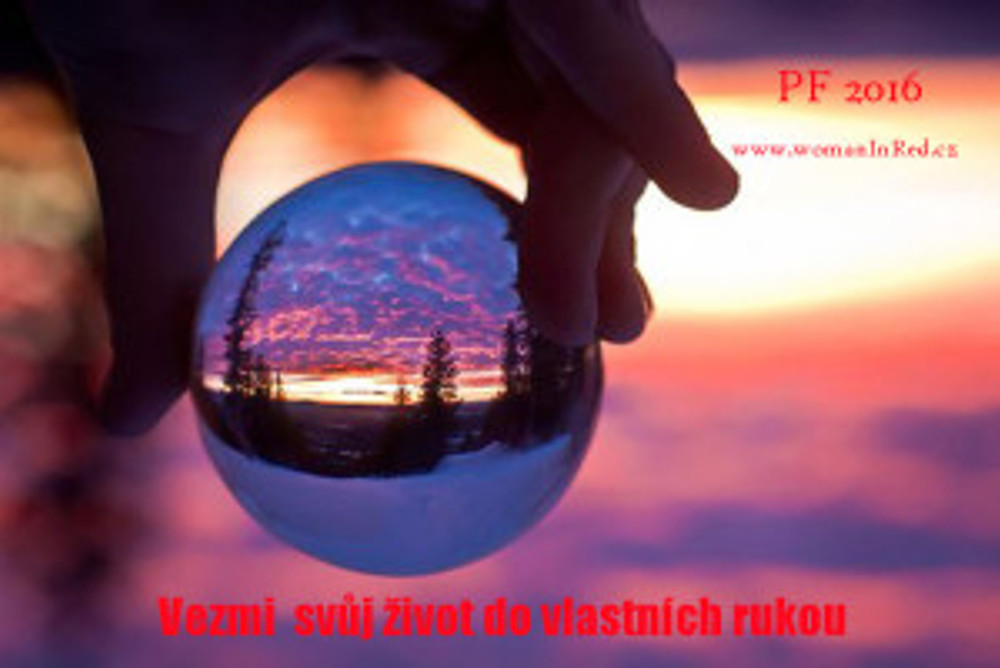 beautiful-glass-ball-hand-photography-Favim