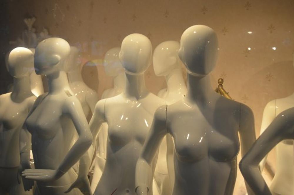 faceless-mannequins