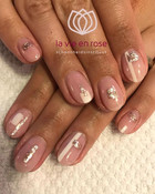 Abstract nails for the win - White & Gol