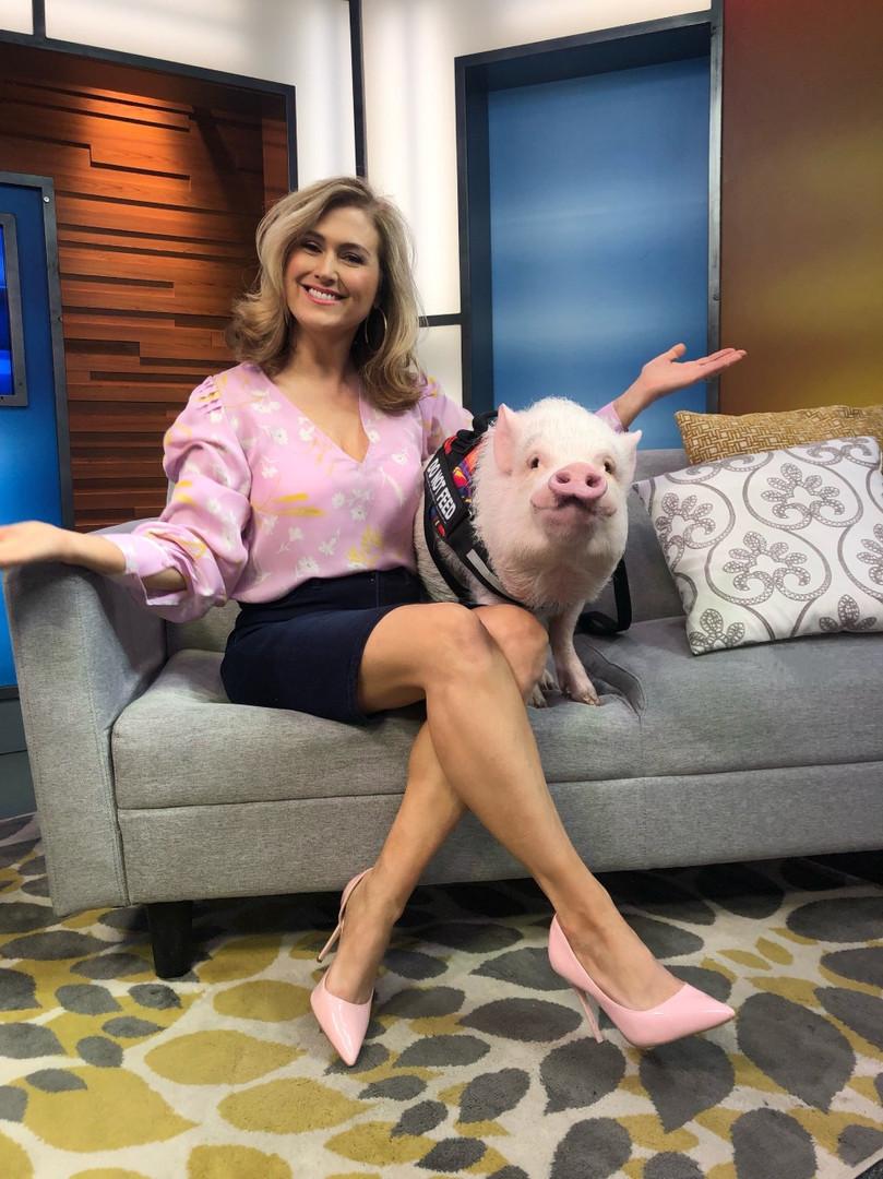 jenn with pig.jpg