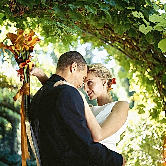 結婚式の日にカップル