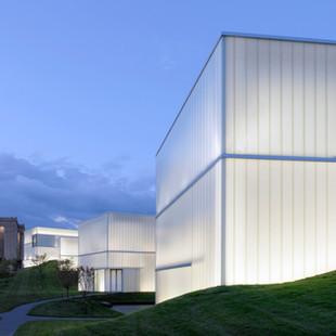 Nelson-Atkins Museum of Art, Bloch Building