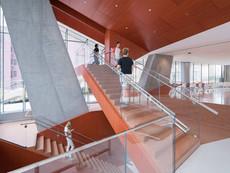04-5b-view-of-stairway-photo-by-iwan-baa