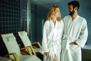 couple-relaxing-in-spa-center-STY7MVL.jp