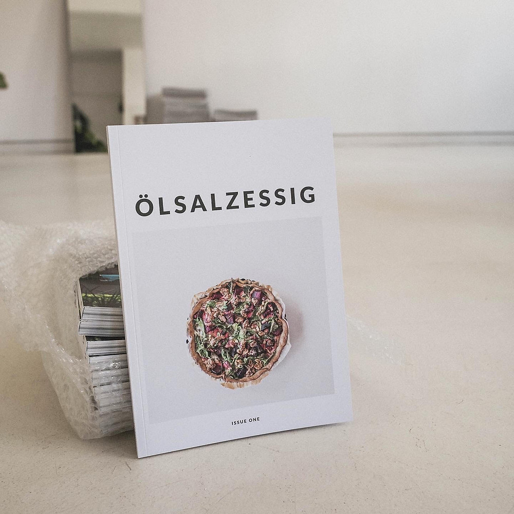 Cover der ersten Ausgabe des veganen Rezeptemagazins Ölsalzessig