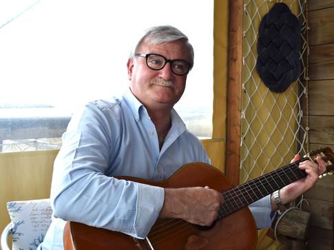 """Il professor Ercole D'Ugo tra musica e volontariato a """"Quattro Chiacchiere"""""""