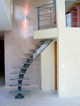 Escalier limon débillardé, fabricant à Montpellier