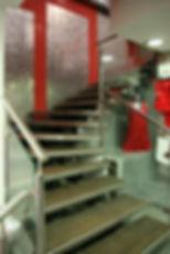 Escalier en inox, bois et verre, fabricant à Montpellier