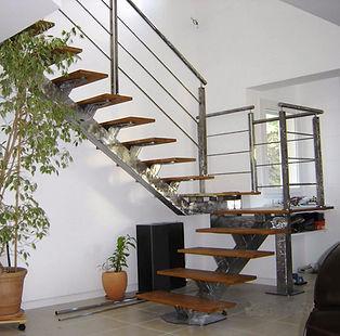 Escalier métallique et bois