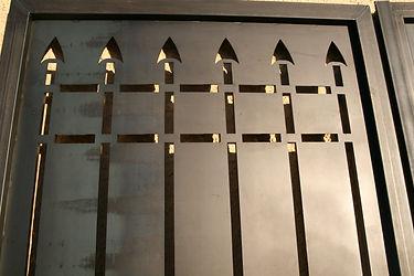 Porte acier médiévale et contemporaine