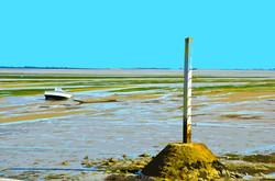 Refuge et bateau sur le Gois