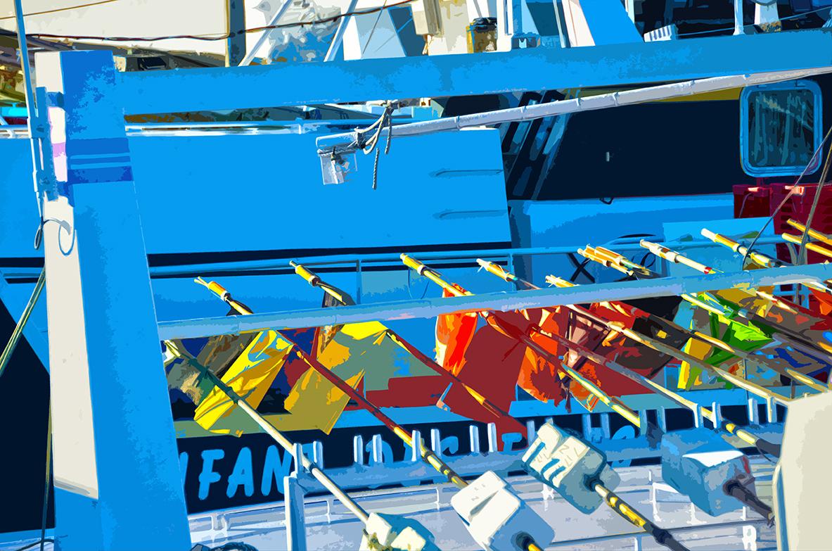 Drapeaux rangés sur le bateau