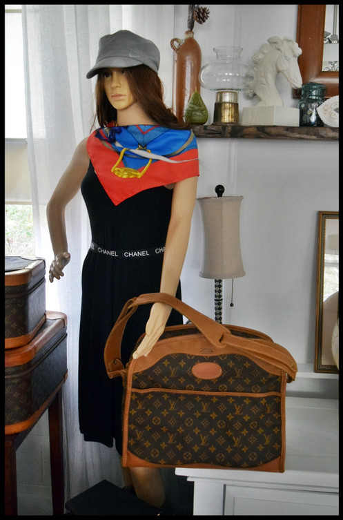 a2e59ecb9993 Louis Vuitton Rare Vintage Saks Fifth Avenue French Company Tote with  Original Strap  899.00 Shipped Fully Insured to your Door! Add to your cart  or text me ...