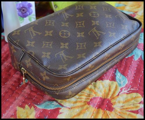 57e5f270dcf0 Louis Vuitton Vintage Monogram Canvas Trousse 23 Toiletry Bag