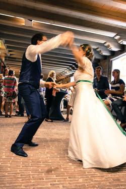 Volluck dansend bruidspaar