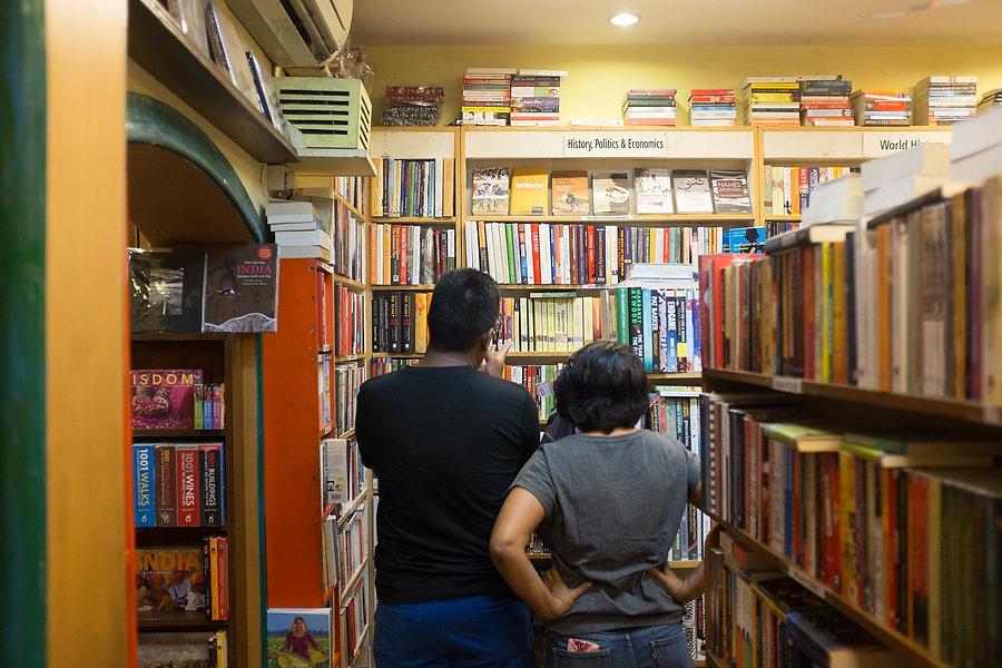 bookstore-1775205_1920.jpg