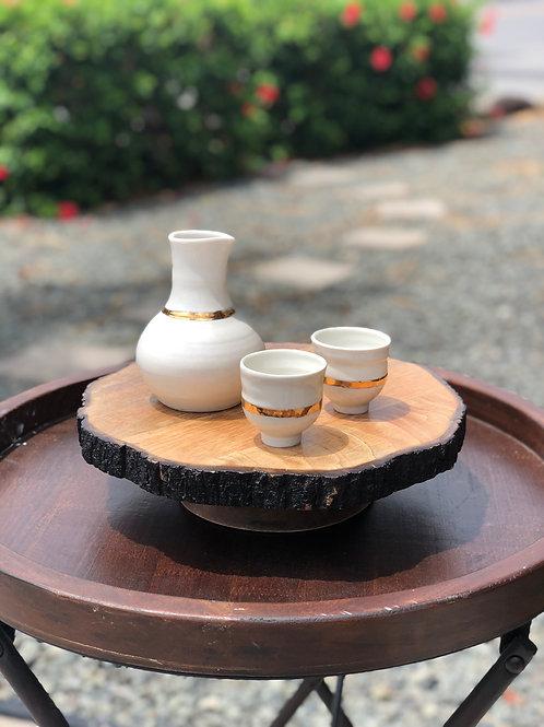 Sake set w/ gold luster