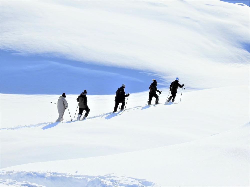 בסנדלי שלג
