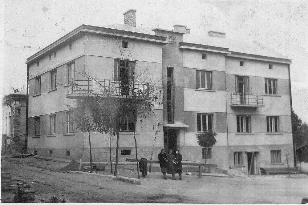 היפה בבתי העיירה, הבית של סבא ליפא