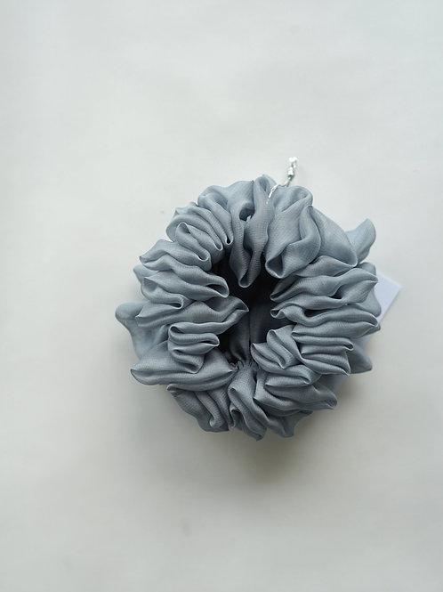 Scrunchie Haargummi hellblau cloud Seide handgemacht