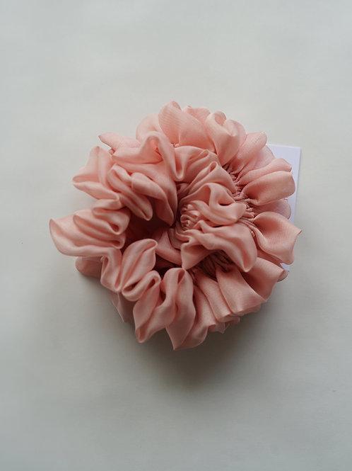 Scrunchie Haargummi Blush rosa Seide handgemacht