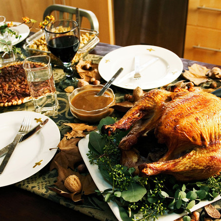 10 TIPS To Host The Best Friendsgiving Ever!