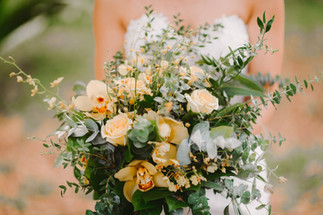 messy chic bridal bouquet