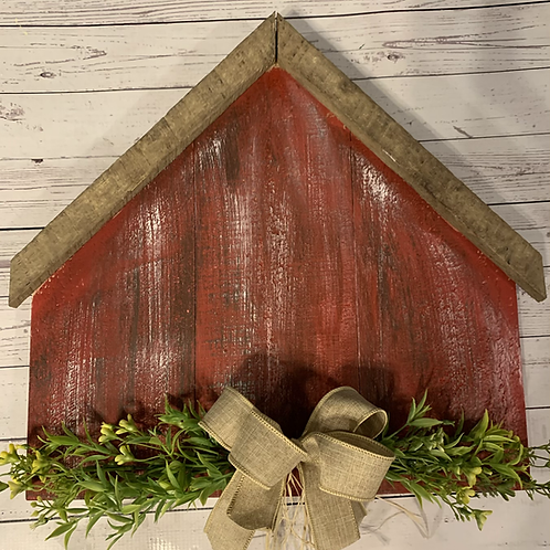 Pallet Barn w/flowers and bow
