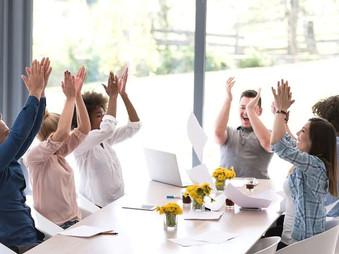 Felicidade no trabalho e na vida faz sim prosperar