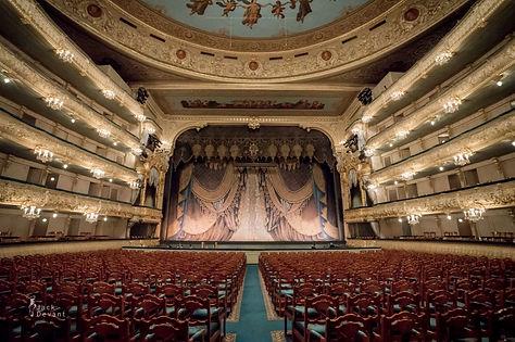 "<img src=""st_petersburg_tours_mariinsky_theatre_inside.png"" alt=""st_petersburg_tours_backstage_mariinsky_theatre"">"