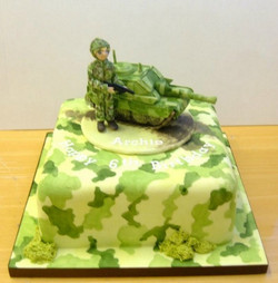 cake_armymanandtank.jpg