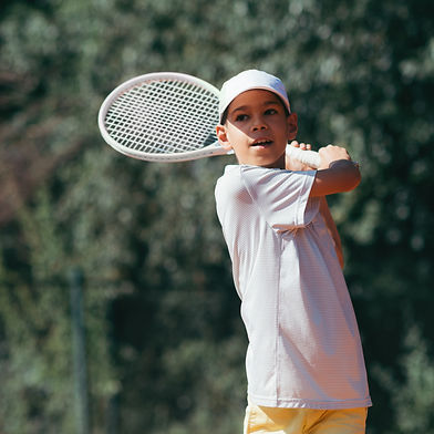 tennis-instructor-with-boy-in-tennis-les