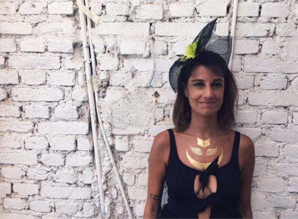 Manuela Rahal arrasando com o fascinator Detalhes