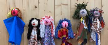 1 famille de marionnettes