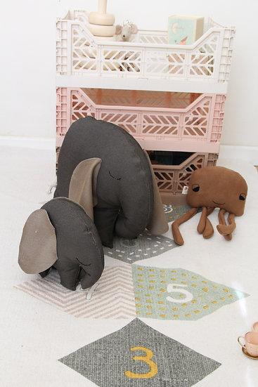 כרית-בובה פיל גדול