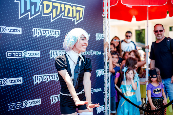 ComicsCon out side-small-138.jpg