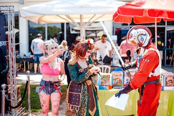 ComicsCon out side-small-144.jpg