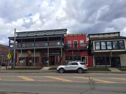 Downtown shops & Restaurants / Bars!