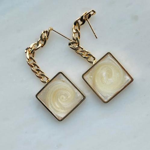 oorbellen vierkant goud parelmoer
