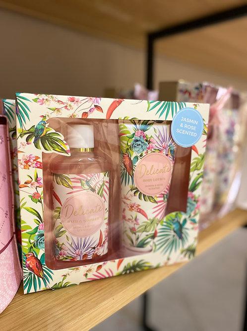 geschenkpakket badset delicate flowers jasmijn & rose