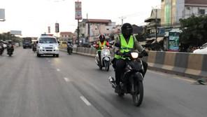 救急車をエスコート 学生バイクが活躍も行政からは警告(8月30日)
